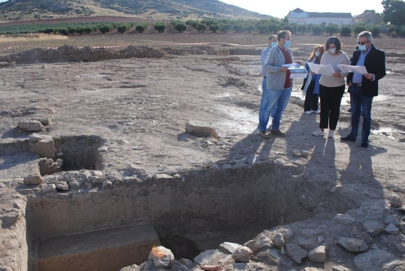Valdepeñas estudia el hallazgo de una bodega romana en El Peral y la reubicación de la rotonda