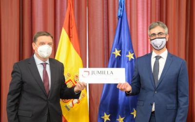 La DOP Jumilla presenta su nueva contraetiqueta con el Ministro Luis Planas